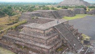 Piramide-con-Sol-pareja
