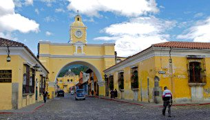 Arco-de-Santa-Catalina-Antigua-Guatemala-JoeBaur
