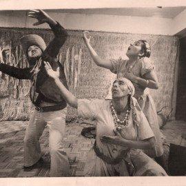 LA-TRINCHERA.-1987.-OBRA-BANDAIS.-CREACION-COLECTIVA--DIRIGIDA-POR-MARIA-ESCUDERO.