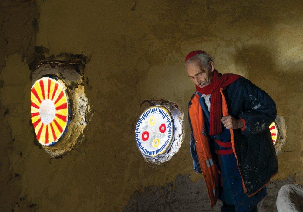 Justo Gallego A sus 91 años creador de la 'Catedral' de Mejorada Vitrales_Monk_