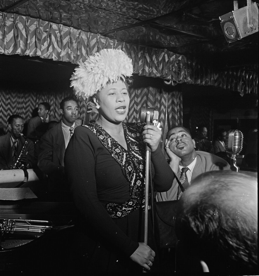 gottlieb_william_p-_-_the_library_of_congress_-_portrait_of_ella_fitzgerald_dizzy_gillespie_ray_brown_milt_milton_jackson_and_timmie_rosenkrantz_downbeat_new_york_n-y-_ca-_sept-_1947_pd