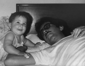Con su hija Claudia en 1985.