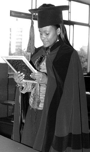 Cuando se graduó de abogada en la Universidad Central, en 2006.
