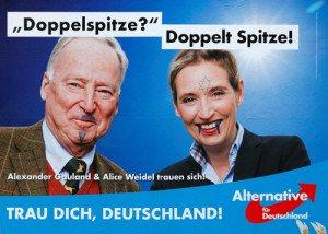 Un poste publicitario en Berlín muestra un cartel de Alternati¬va para Alemania (AfD) con los rostros pintados de Alexander Gauland y Alice Weidel, los líderes actuales del partido ultra¬nacionalista.