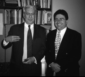 Mario Vargas Llosa y Pablo Corral Vega en la National Geographic en Washington (2000).