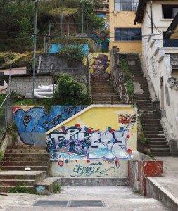 Las escalinatas de la calle Esmeraldas son las más desatendidas del barrio.