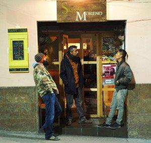 Sereno Moreno: bar especializado en cerveza artesanal y platos con fritada.