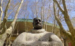 Busto de Ernest Hemingway, afuera de la plaza de toros Monumental.