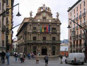 La plaza del Ayuntamiento, por donde pasan los encierros de Pamplona.