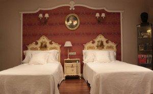 Interior de la habitación del hotel La Perla, donde se hospedó Hemingway. (Foto: Xavier Gómez Muñoz).