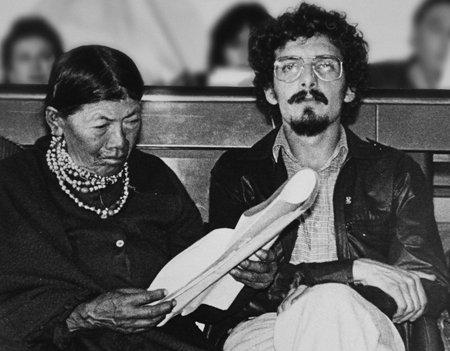 Como dirigente del FADI en 1980, acompañado de la líder indígena Tránsito Amaguaña.