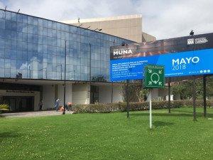 Cartel que anuncia la reapertura del MUNA para el 18 de mayo de 2018, Día Internacional de los Museos.