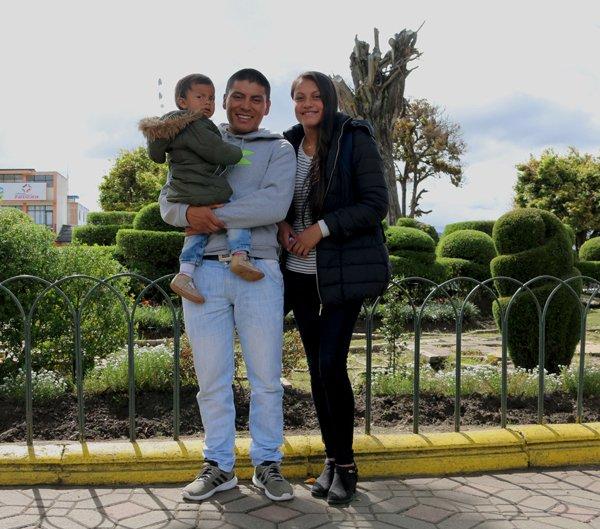 Con su hija y esposa.