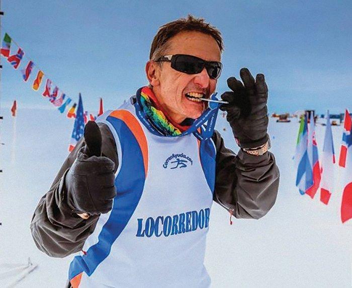 Tras correr 100 kilómetros a lo largo de diecisiete horas. Cris¬tian fue uno de los tan solo diez competidores de la mara¬tón de la Antártida de 2017.