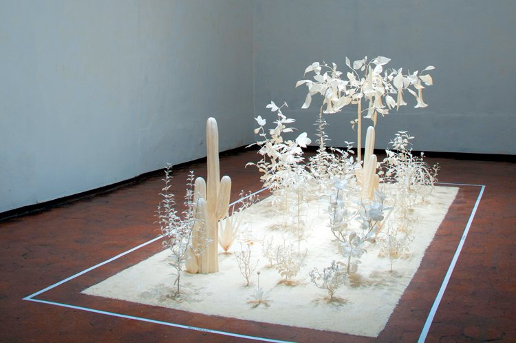 Botica, papel y alambre, dimensiones variables, 2007.
