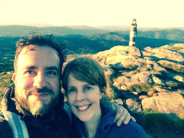 Con Hanne-Lovise en la montaña en Bergen, Noruega, 2016.