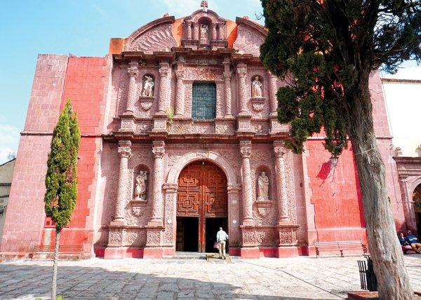 Oratorio San Felipe Neri, en San Miguel de Allende, ciudad que los gringos adinerados convirtieron en su refugio.