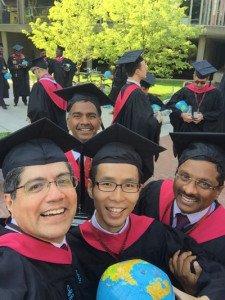 Con sus compañeros de la Escuela John F. Kennedy de Harvard.
