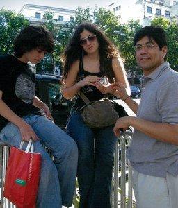 Con sus hijos mayores, David y Soledad, en París, 2010.