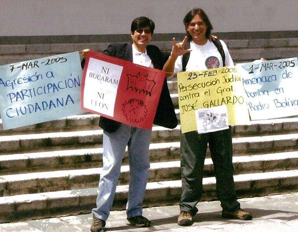 Como miembro de Participación Ciudadana, con Norman Wray, protestando contra la Pichicorte, 2005.