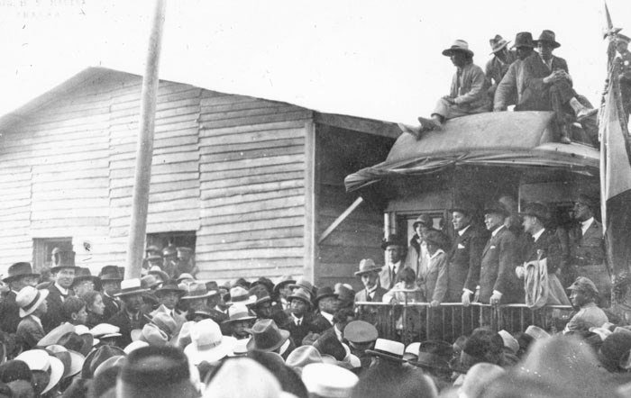 Autoridades de Imbabura el día de la llegada del ferrocarril a Ibarra.