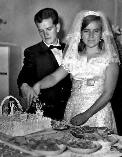 Se casó con Paquita Godoy en 1967, cuando aún era estudiante de Medicina.