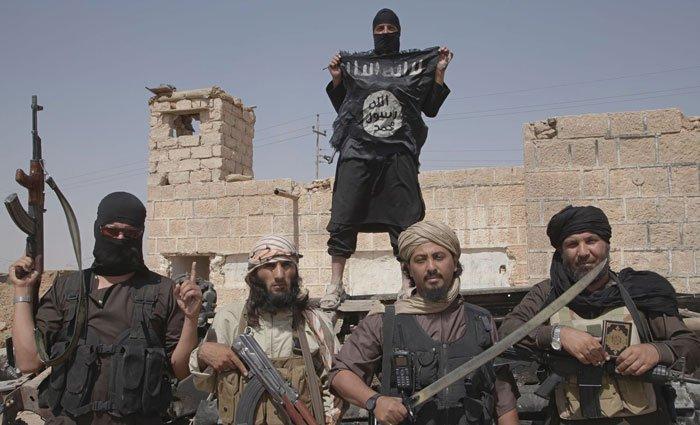 En Baguz, el último bastión del Estado Islámico en Siria, unos pocos cientos de yihadistas, en su ma¬yoría extranjeros, resisten dentro de la localidad. Son los restos del califato que en el pasado ocupó buena parte de Iraq y Siria.