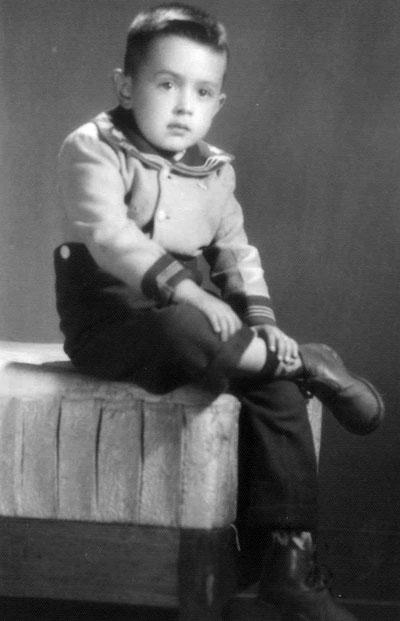 Gustavo con cinco años.