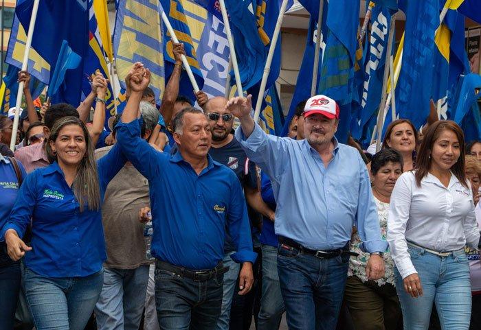En la reciente campaña, desfila en Machala con Clemente Bravo, el actual prefecto de El Oro.