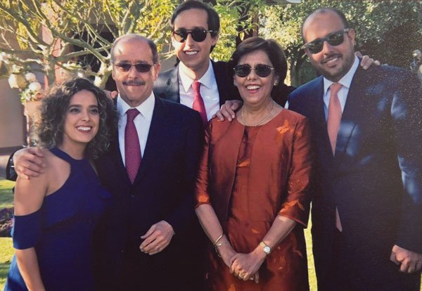 Con su esposa Ana y sus hijos Carolina, Nicolás y Andrés.