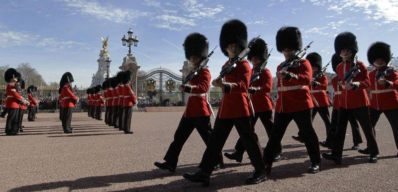 Ceremonia en el palacio de Buckingham.