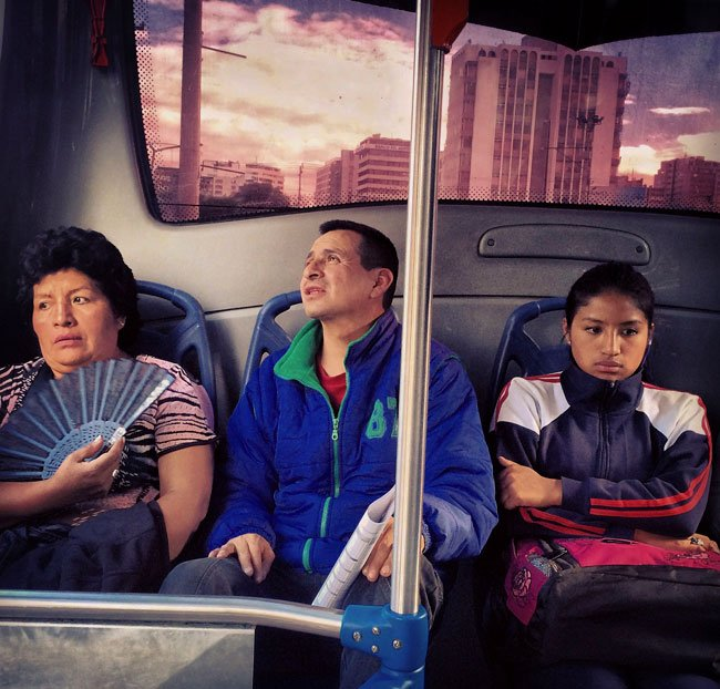 Escena en un bus urbano de Quito. Fotografía de la serie #TomandoElBus, 2018.