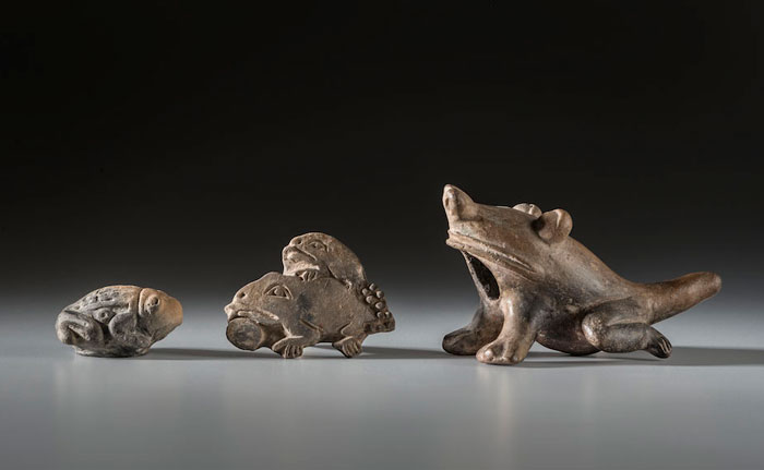 Figuras con forma de sapos y ranas. Jama Coaque (300 a. C.- 400 d. C.) y Manteño Huancavilca (400-1532 d. C.).