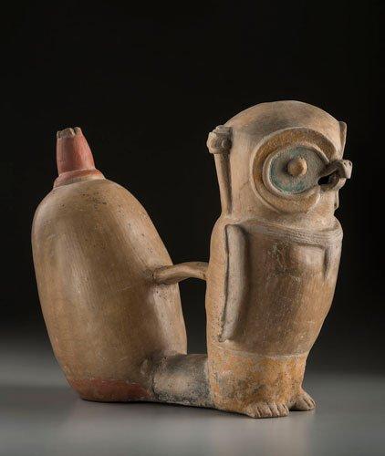 Botella silbato con forma de búho. Cultura Chorrera (1000-300 a. C). Cerámica.
