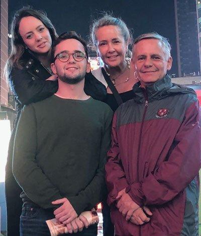 Con su esposo José Samaniego y sus hijos Isabel y José Ignacio, Quito, mayo de 2019.