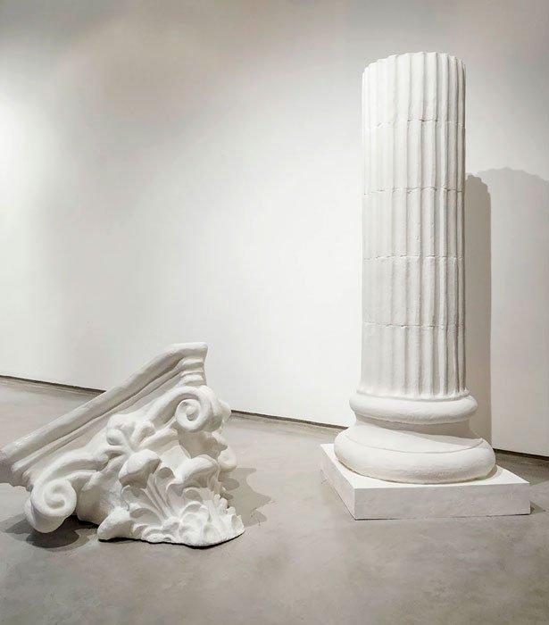 La educación de los hijos de Clovis (detalle), columnas corintias cubiertas de fondant pastelero, 2012.