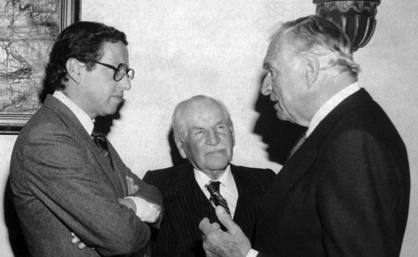 El joven presidente Hurtado junto a dos grandes patriarcas de la política nacional: Andrés F. Córdova y Galo Plaza. Quito, 1981.