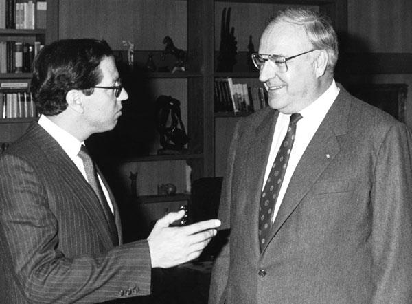Con el canciller Helmut Kohl, de la Democracia Cristiana alemana, con la que Hurtado siempre mantuvo buenas relaciones. Bonn, 1986.