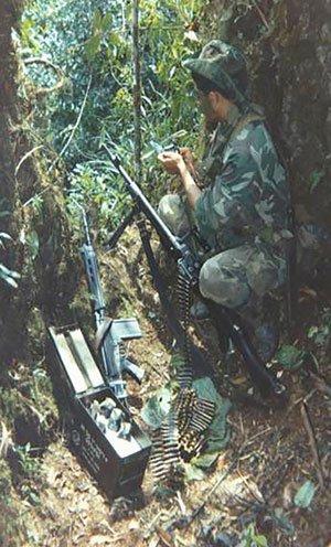 Cristóbal Espinoza durante un enfrentamiento en el Cenepa.