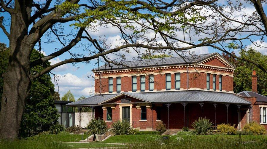 Marianne North Gallery. Esta galería alberga una exposición permanente de 832 pinturas de la artista victoriana Marianne North.